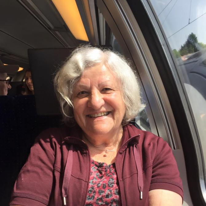 """""""I lived in Zurich for all my life except for some months which I spent in a Kibbutz in Israel. My next holidays will be a roadtrip in California with my daughter."""""""